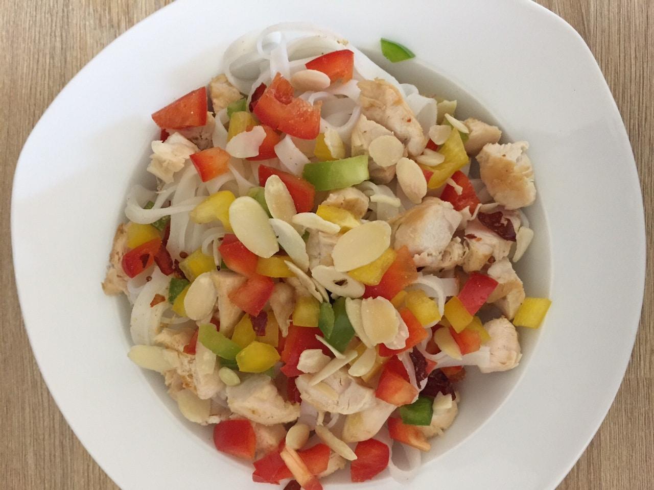 nouilles de riz poulet et poivrons